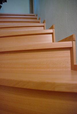 Aufgesetzte Treppenstufen auf eine bestehende Betontreppe, Privatkunde
