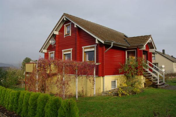 HoWeCa - Die fertig sanierte Hausfassade im neuen Schwedenlock