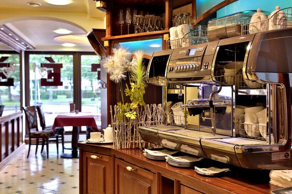 Theatercafe DolceVita, Arbeitsplatz für italienische Kaffeemaschine, Mahagoni-Massivholz