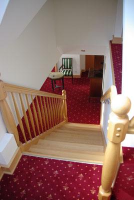 Treppe vom Obergeschoss zum Dachgeschoss
