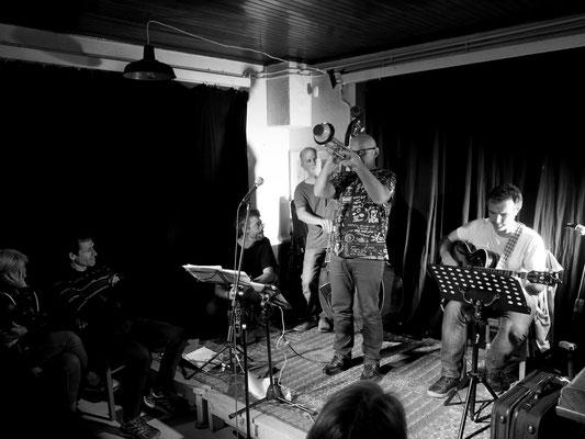 21h. La Gélinotte vibre aux sons de Westwood Trio... qui l'espace de quelques morceaux s'est tranformé en quatuor ! Merci à eux. C'était Top !