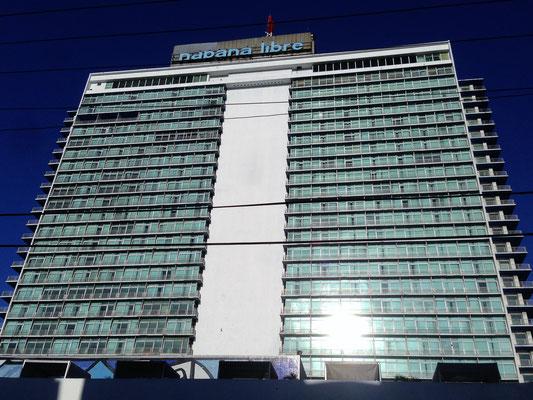 Hotel Habana Libre - 1958 als Havana Hilton eröffnet, 1960 durch die Regierung unter Fidel Castro verstaatlicht und kurz nach der Revolution auch als Hauptquartier genutzt, seit 1996 von einer  spanischen Hotel-Gruppe wieder als Hotel betrieben.