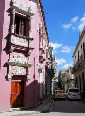 Rosa Eckhaus an einer Seitenstraße vom Plaza Vieja