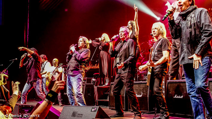 "from left: Marc Storace (Krokus), John Wetton (Asia), Ian Gillan (Deep Purple), Eric Martin (Mr. Big), Rick Parfitt (Status Quo) - ""Rock meets Classic"" 2015"