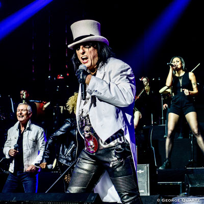 "Thunder, ""Rock meets Classic"" 2020, Berlin, final with Alice Cooper"