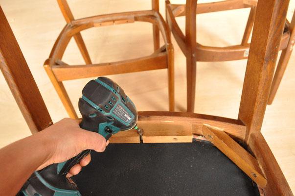 電動工具なら、硬くしまったビスも簡単に外せます。