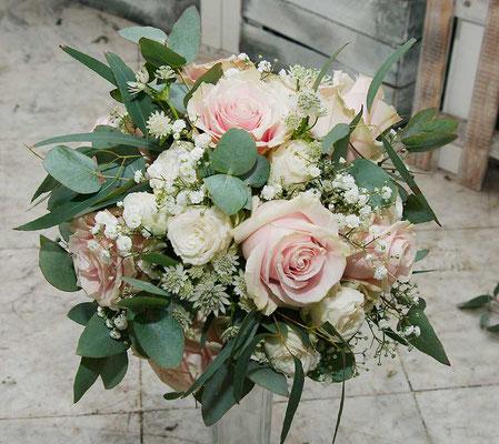 Brautstrauß im Vintage - Stil