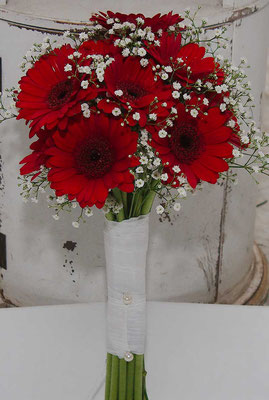 Brautstrauß mit roten Gerbera