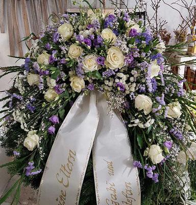 Kranz in lila weiß