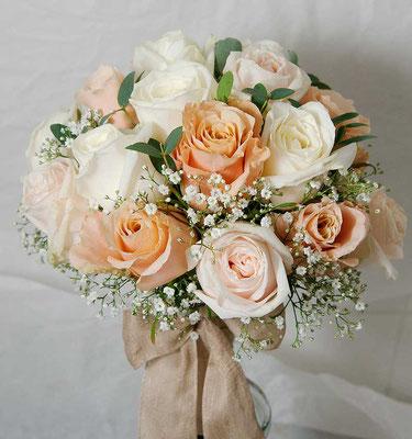 Brautstrauß in apricot - creme