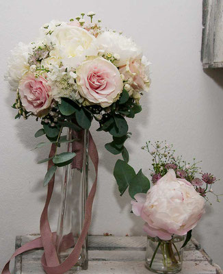 Brautstrauß und Tischdeko