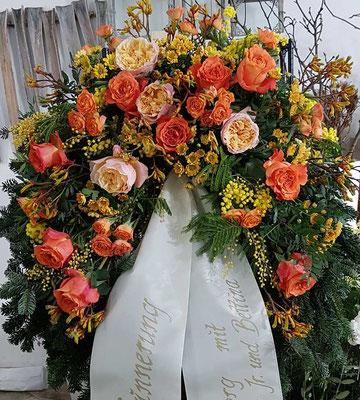Kranz mit orangen Ecuador Rosen