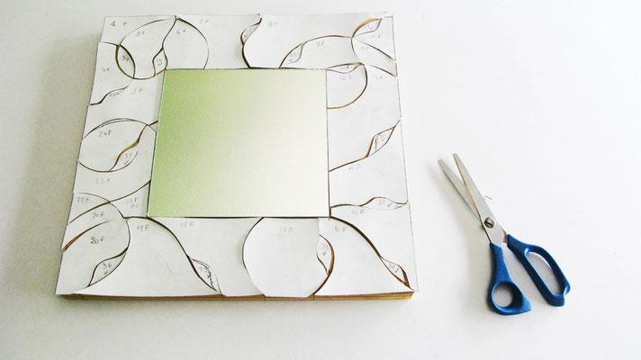 Il vetro diventa Mosaico. Fase di disegno, ritaglio e posizionamento. Lavoro di Beatrice Morello.