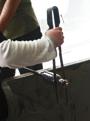 Forgiatura del vetro tramite la tecnica della Soffiatura. Oriana Tenaglia