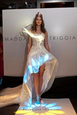 Miss Mondo 2010 Giada Pezzaioli presente alla sfilata di Maddalena Triggiani on un suo abito Haute couture