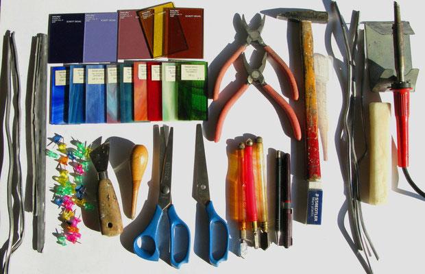 1. attrezzi e materiale specifici per il VETRO. Beatrice Morello