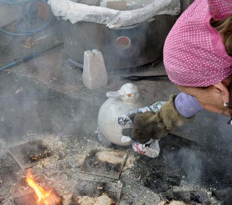 RAFFREDDAMENTO DEL PEZZO in ceramica raku  ALL'ARIA. Zlata Maksan