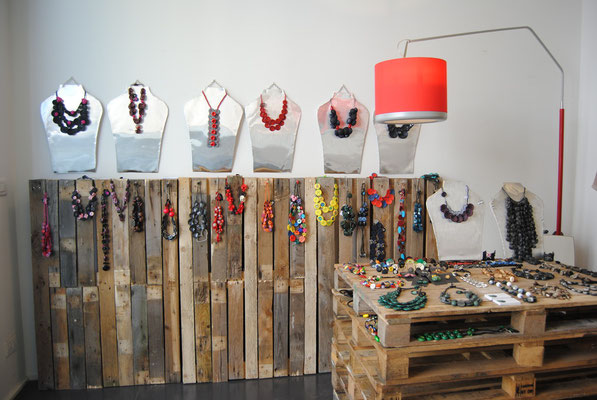 CHIMAJARNO, Chiara Trentin, aggregazioni di Bottoni al Fuori Salone, Milano 2011