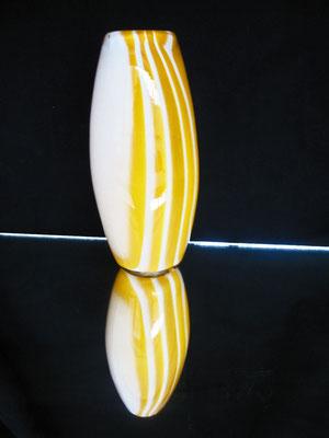 Vaso realizzato tramite la tecnica della Soffiatura del Vetro. Oriana Tenaglia