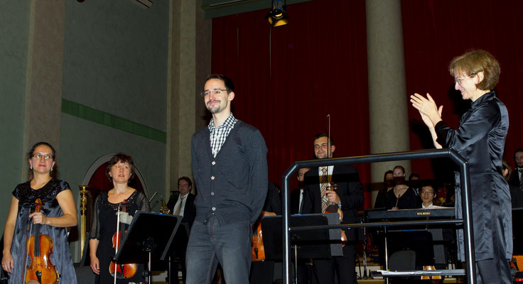 Me on stage with Judith Kubitz(r.) and concert master(l.) Maria Ziegler ( Photo by Monika Zeindler-Efler )