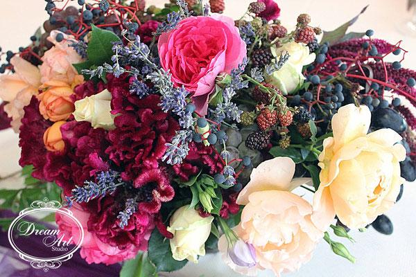 Ми наповнили ці зони тонким ароматом лаванди і базиліка, додали настрою яскравим поєднанням фруктів і розбавили все це квітами.