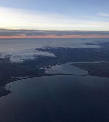 Soweit wir informiert sind, wartet die Hanseatic in Reykjavik auf uns 17 Personen, die von Hamburg aus fliegen wollten.
