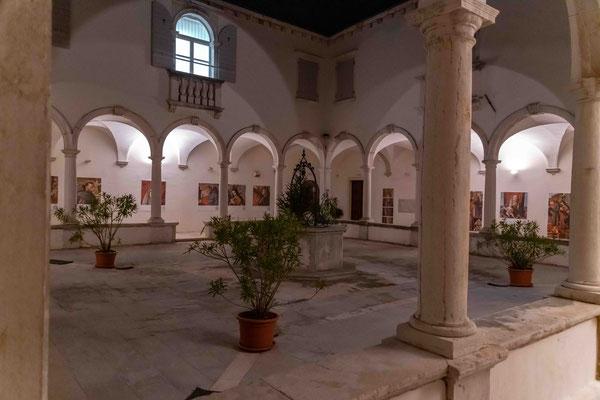 Im Franziskaner-Kloster, Nikon D850 I ISO 9000 Freihand