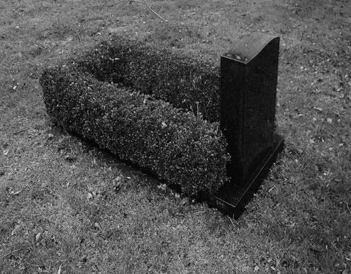 Michael Koch: Kindergrab, 2015, C-Print
