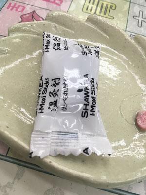 温灸剤の袋をちびっと破ります