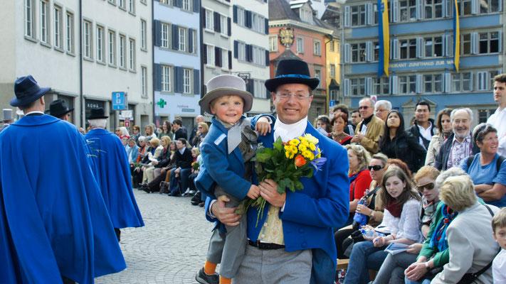 Zünfter der Stadtzunft Zürich, Leiter Jugenddienst im Rotary Club Zürich-Limmattal.