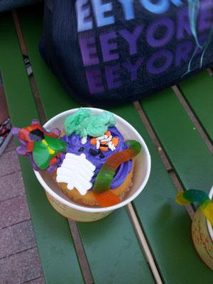 Halloween Cupcake selbst dekoriert mit allerlei  Getier