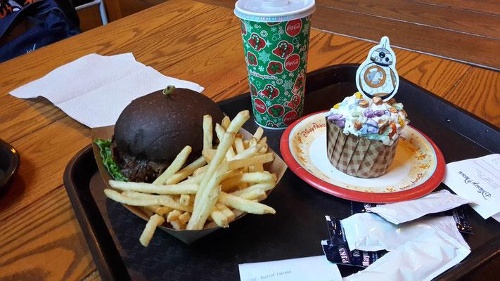 Die dunkle Seite Darth Vader Burger aus dem Backlot Restaurant