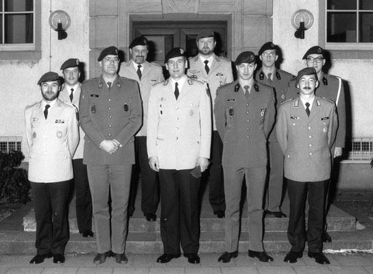 hinten links - Major Bend Quittkat - vorne zweiter von rechts Bruno van Loo