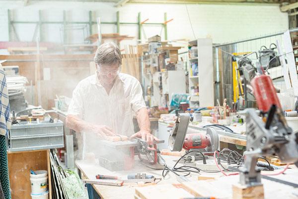Julian Gross in der Werkstatt