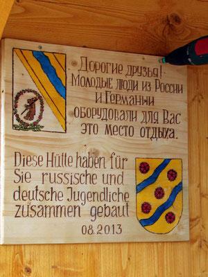 Bau einer Schutzhütte in Starzach-Wachendorf im August 2013 unter Hilfe russischer und deutscher Jugendlicher