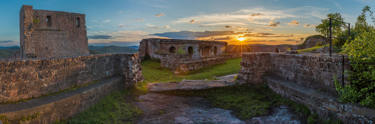 Sonnenuntergang auf der Ruine Lindelbrunn