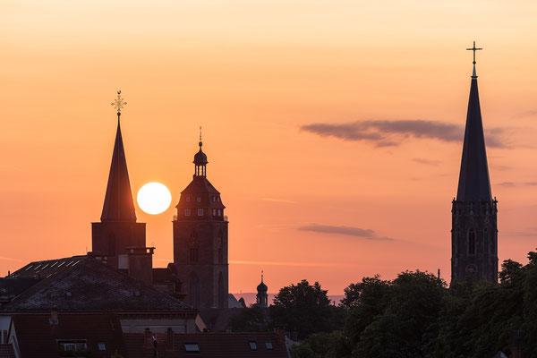 Sonnenaufgang hinter der Stiftskirche