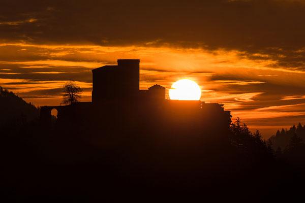 Sonnenaufgang am Trifels