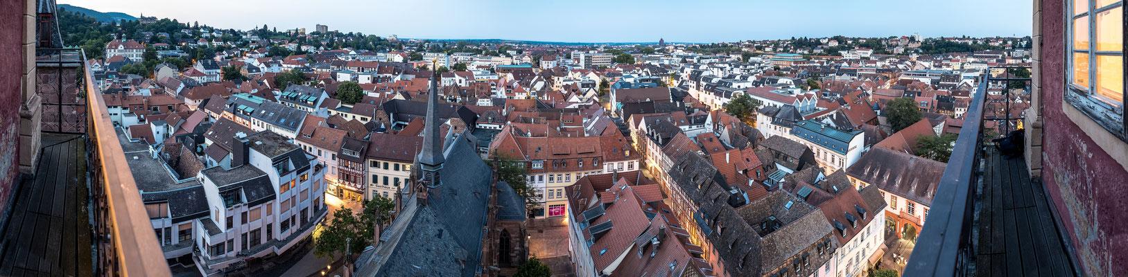 Abendlicher Blick auf die Altstadt von der Stiftskirche