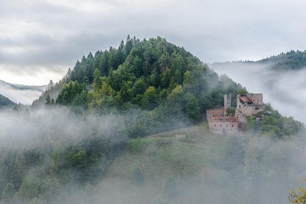 Morgennebel über der Burg Spangenberg
