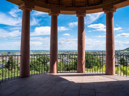 Blick vom Deidesheimer Tempel auf Neustadt