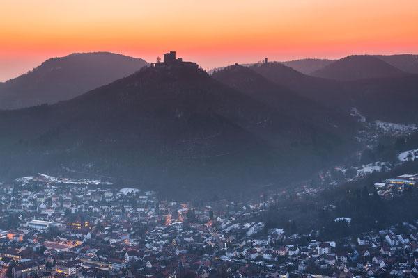Burg Trifels in der Morgendämmerung