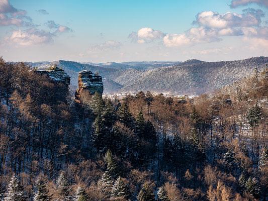 Jungtürme und Pfälzerwald im Winterkleid