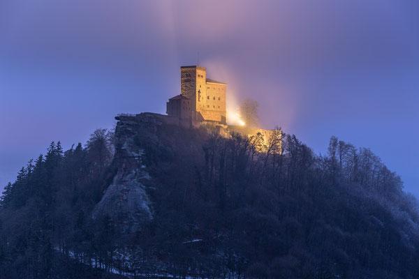 Winterliche Nebelstimmung am Trifels