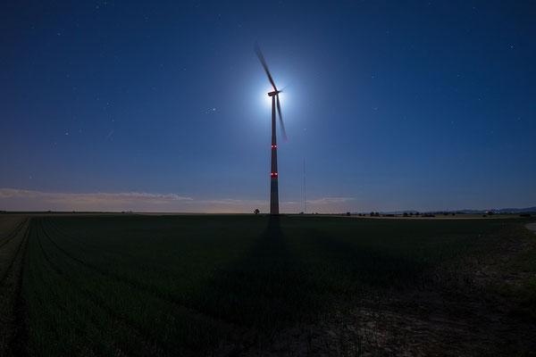 Mondlicht und Windkraft