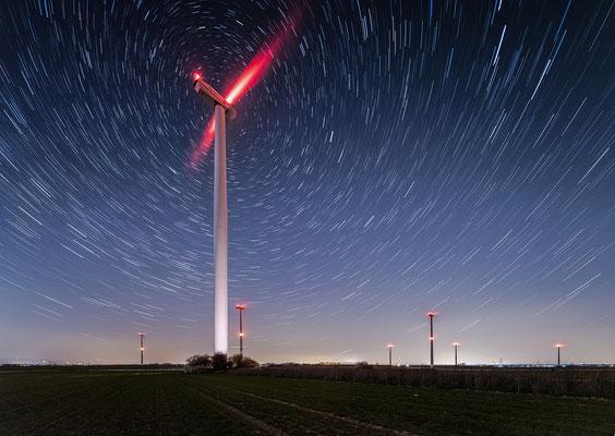 Startrails (Sternspuren) am Herxheimer Windpark