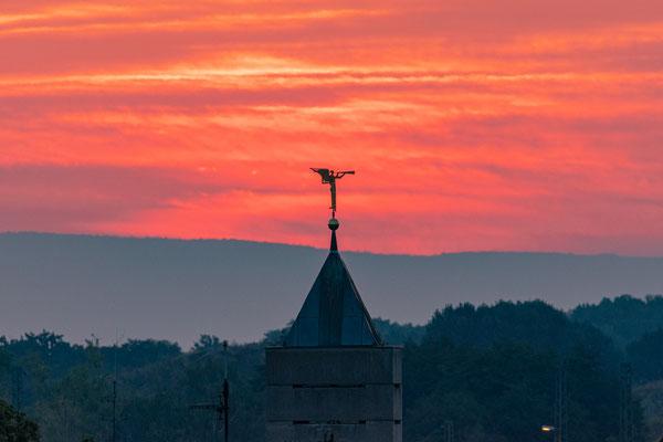 Sonnenaufgang an der Martin-Luther-Kirche