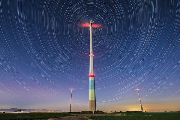 Startrail (Sternspuren) Herxheimer Windpark, 75 x 50cm, Acryl-Fineart, Rückseitige Hängung mit Aluminiumschiene, 170 €