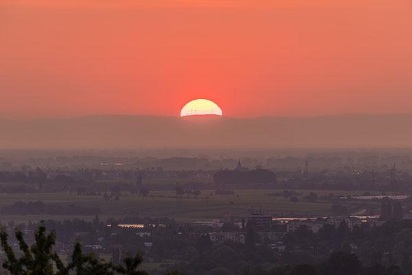 Sonnenaufgang hinter dem Odenwald