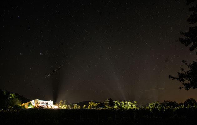 Fantastischer Sternenhimmel kurz vor dem Feuerwerk